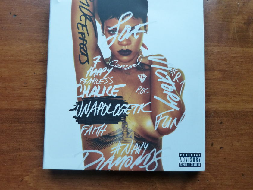 Rihanna - Unapologetic Deluxe CD/DVD pack