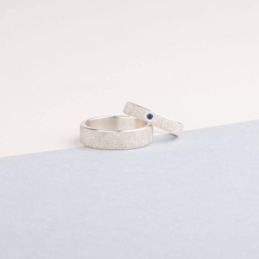 Серебряные обручальные кольца с грубой матовой поверхностью и камнем на выбор
