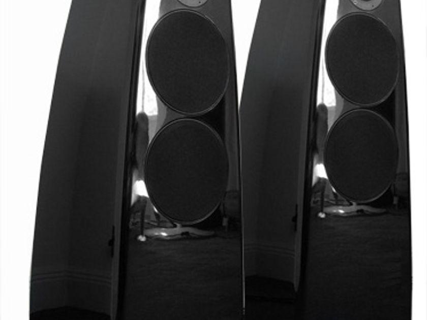 Meridian  DSP5200 Active Speakers