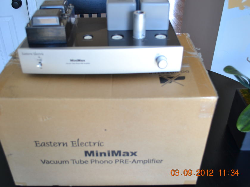 EASTERN ELECTRIC  MINIMAX VACUUM TUBE PHONO PREAMPLIFIER WITH EXTRA TUBES.