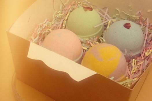 Новогодний подарочный набор из 4-х бомбочек для ванны в крафтовой коробке