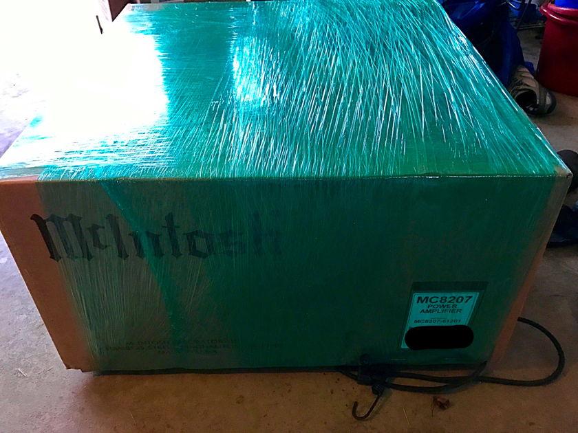 McIntosh  MC8207 AMP