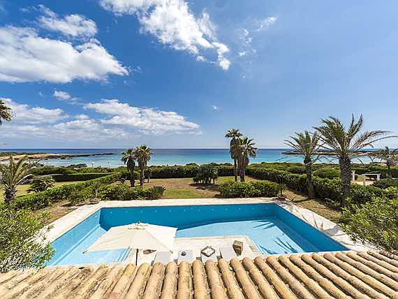 Mahón - Waterfront villa with beach access in Menorca for sale