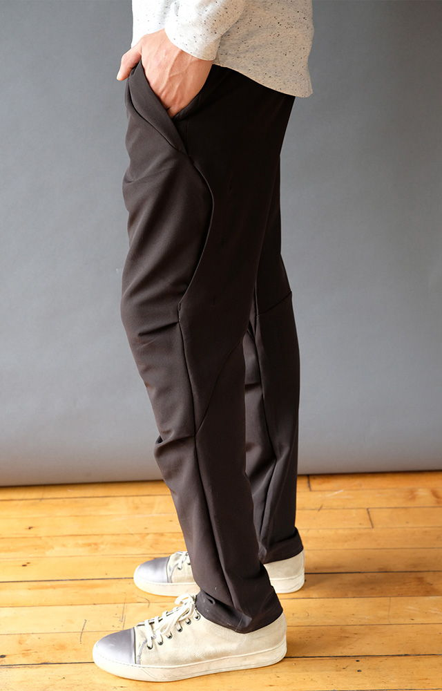 UNTETHERED – THE ULTIMATE SMART ERGONOMIC TECH PANT BLACK