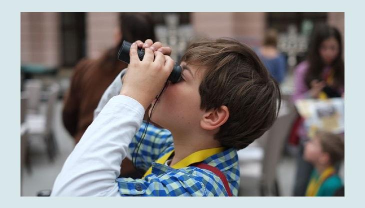 stiftung deutsches historisches museum kind mit fernglas