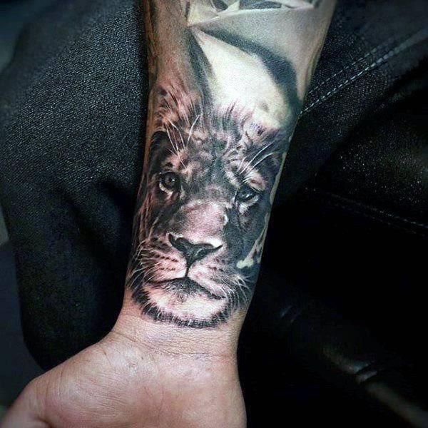 Tatouage Lionne Poignet