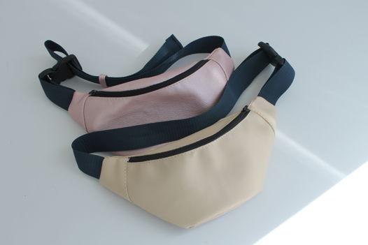 Бежевая поясная сумочка