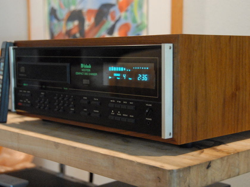 McIntosh MCD7008 CD Changer with cabinet