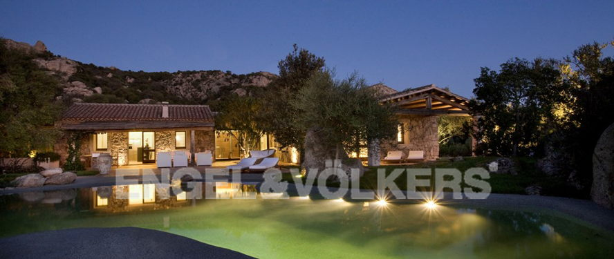 Порто Черво - Сардиния - Villa in Costa Smeralda country side.jpg