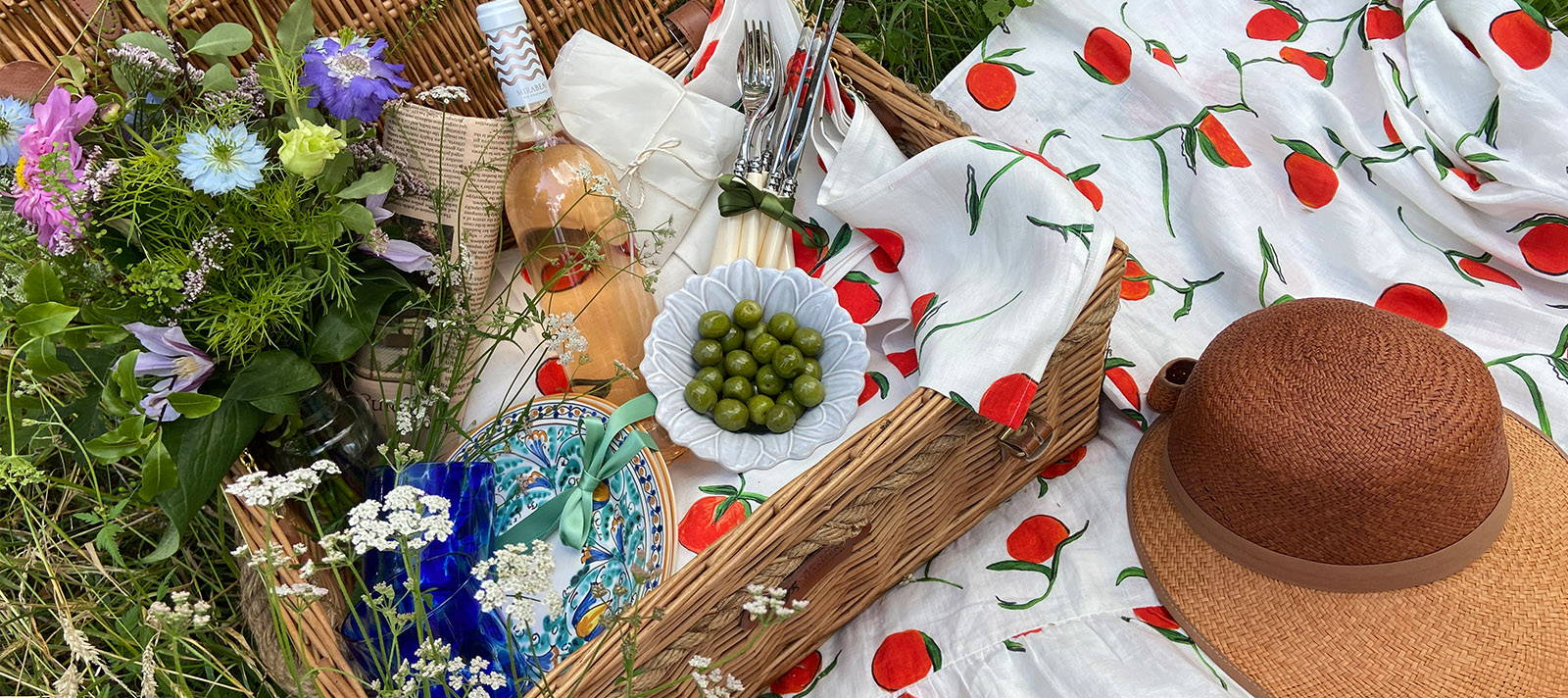 Orange linen tablecloth and napkins by YOLKE on a picnic