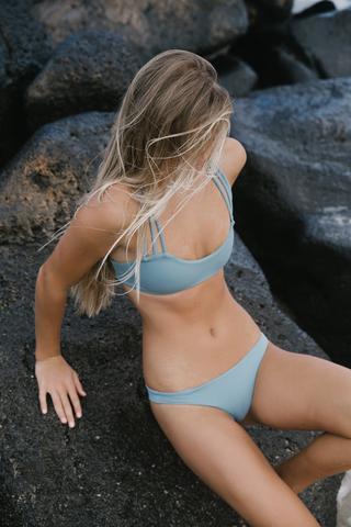leahi top surfing bikini