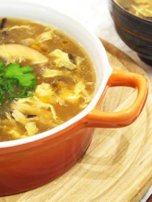 Nachgeahmte Haifischflossen-Suppe