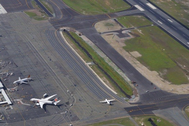 The pavements were built in a secure airside environment requiring dedicated management procedures.