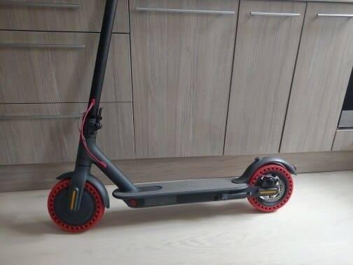 pneu-trottinette-electrique-rouge