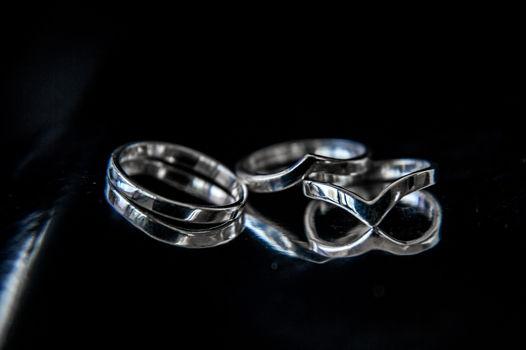 Тонкие серебряные колечки на верхнюю фалангу