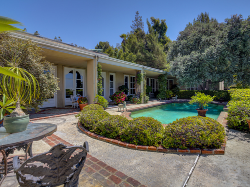 Iconic villa in Hollywood Regency style