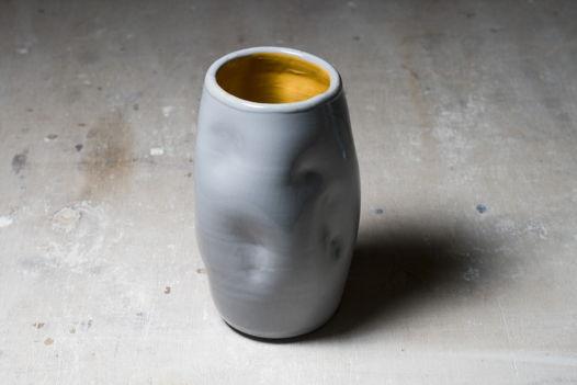 Гончарная мятая вазя