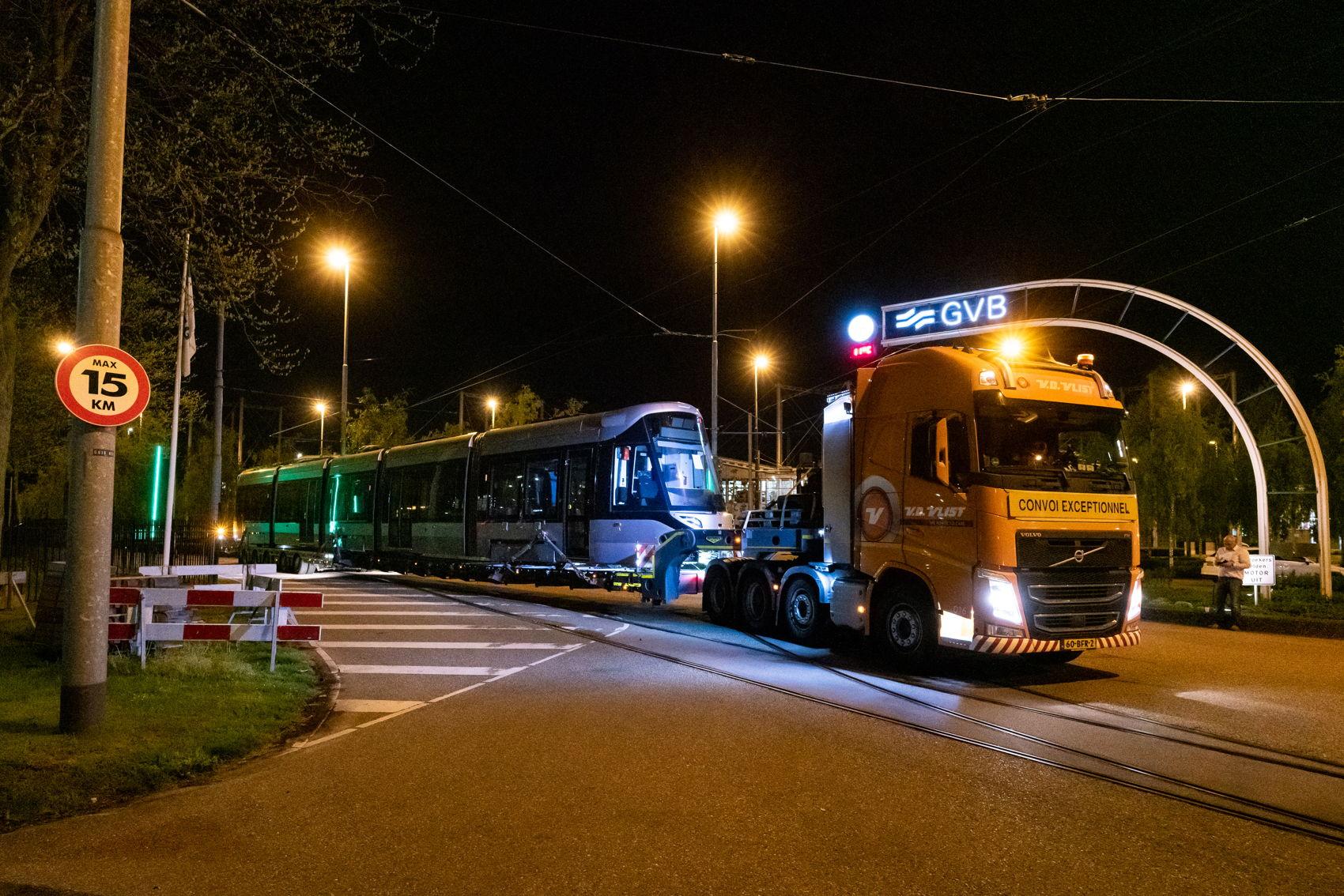 Aankomst van de eerste 15G tram in Nederland in april 2019.