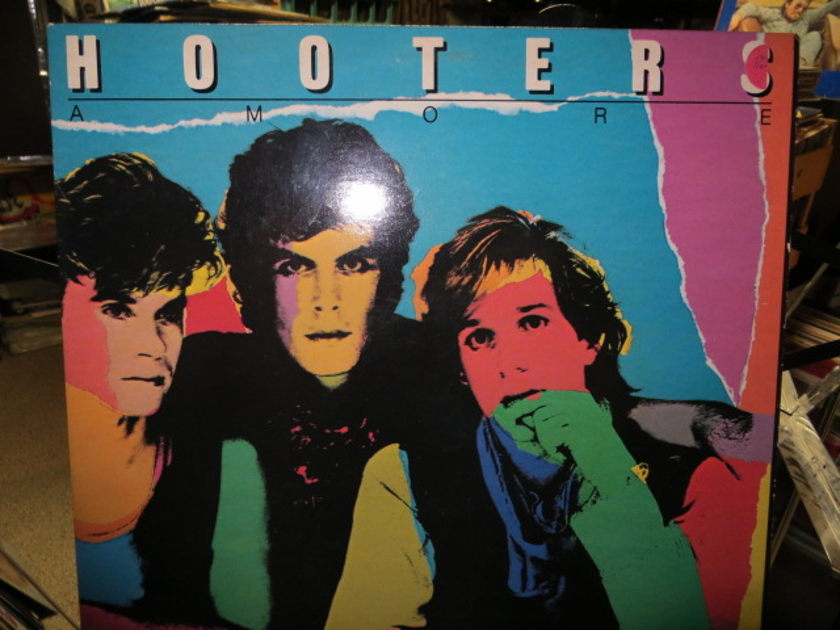 HOOTERS - AMORE