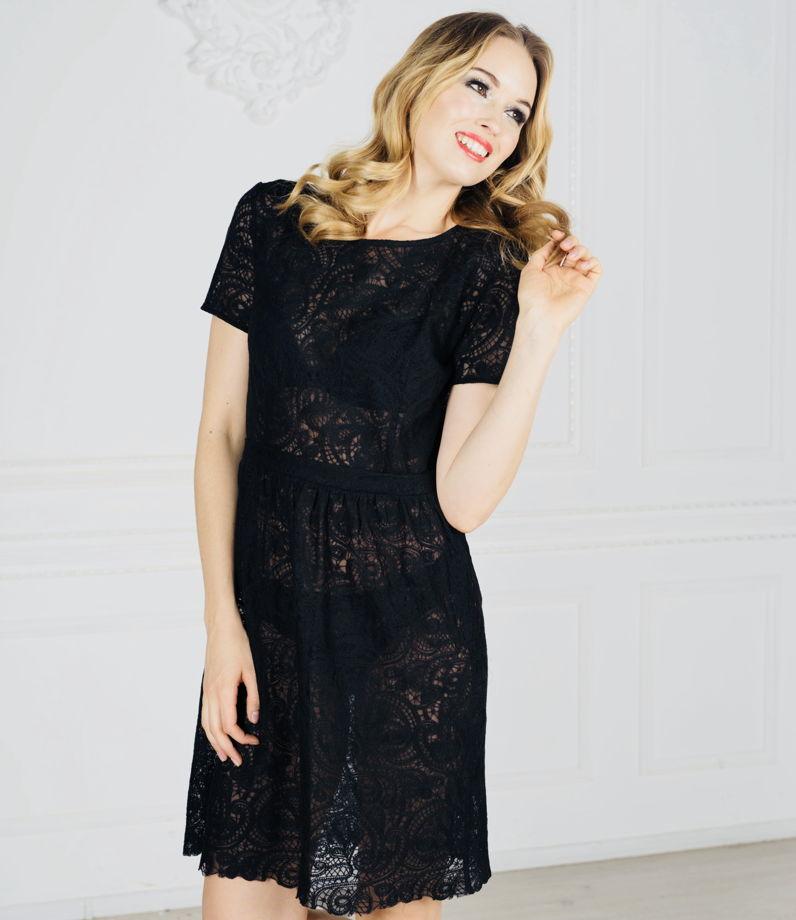 Черное кружевное короткое платье