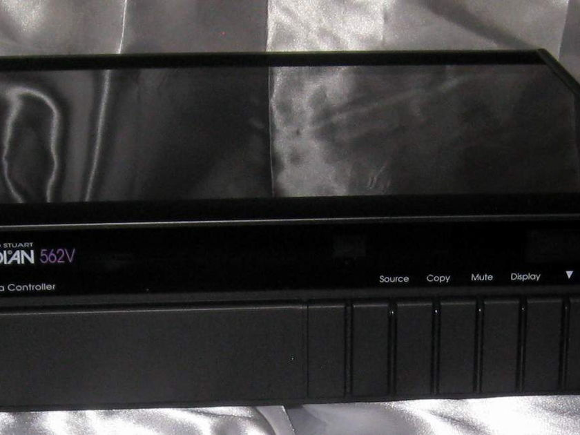 Meridian 562v  digital multimedia controller with manual and power cord
