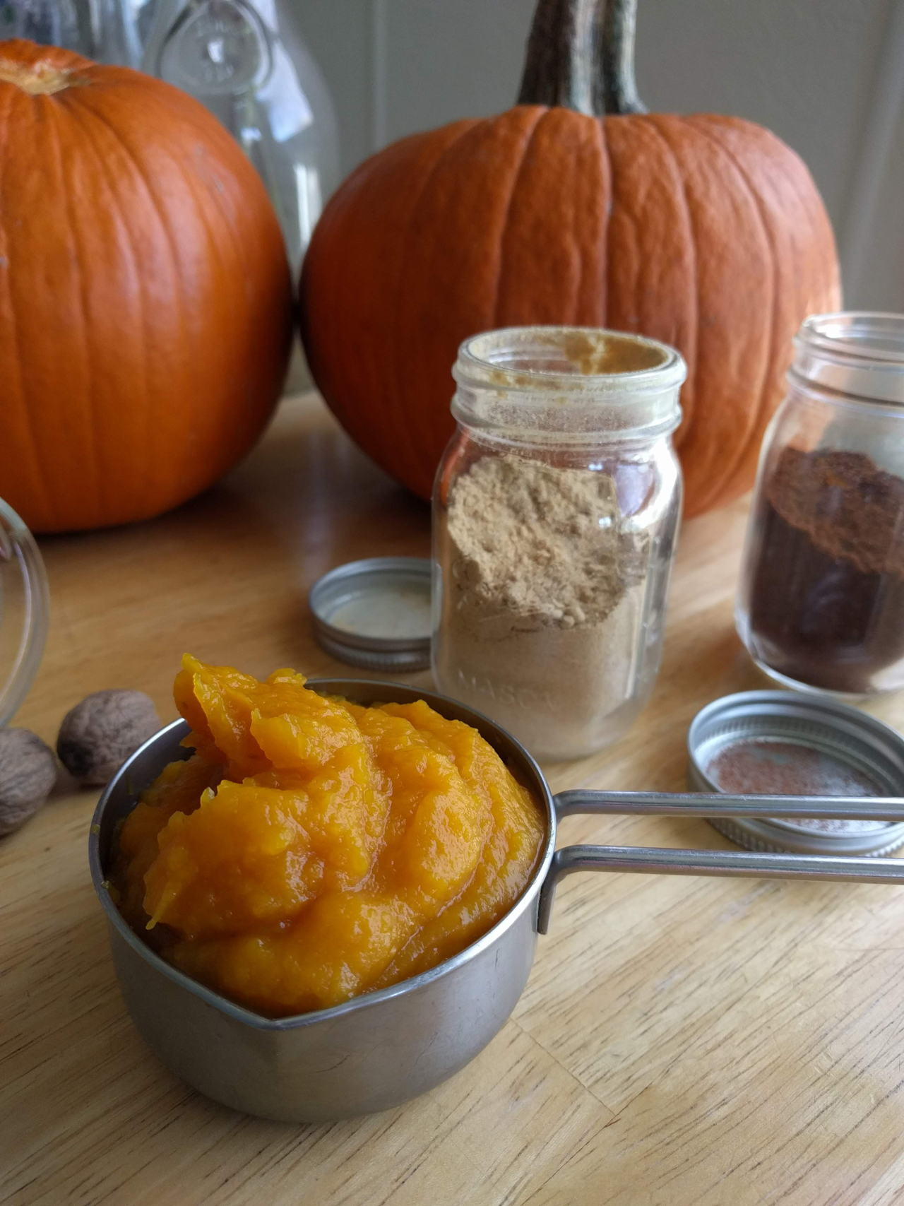 How To Make Pumpkin Pie Filling, an easy, vegan recipe that can be made in minutes! Great for your holiday baking // Vegan, date-sweetened, and delicious! #recipe #pumpkin #holidayrecipe #pumpkinrecipe #healthyrecipes