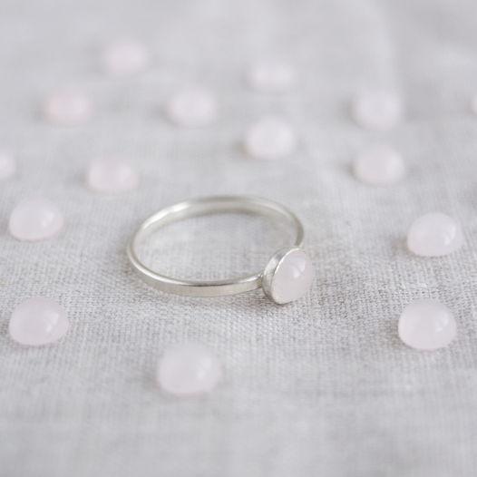 Кольцо из серебра с камнем. Розовый кварц