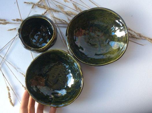 Набор тарелок болотного цвета с переливами