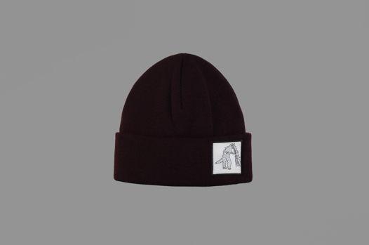 Бордовая шапка с Годзиллой