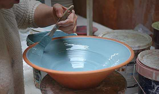 Santa Maria - Terra Cuita is a ceramic factory located in the town of Pórtol, Marratxí, Mallorca. Its owners are a family of artisans who have been working with clay and pottery for five generations. They make custom design pieces and colorful tablewares.