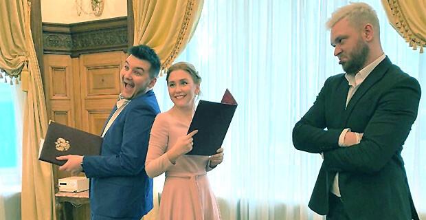 «Объявляем вас мужем и женой»: Красавцы Love Radio стали «регистраторами брака» в ЗАГСе - Новости радио OnAir.ru