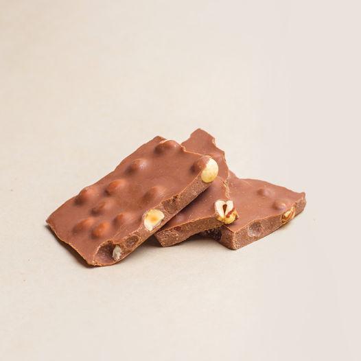 Кешью-милк шоколад с цельным фундуком
