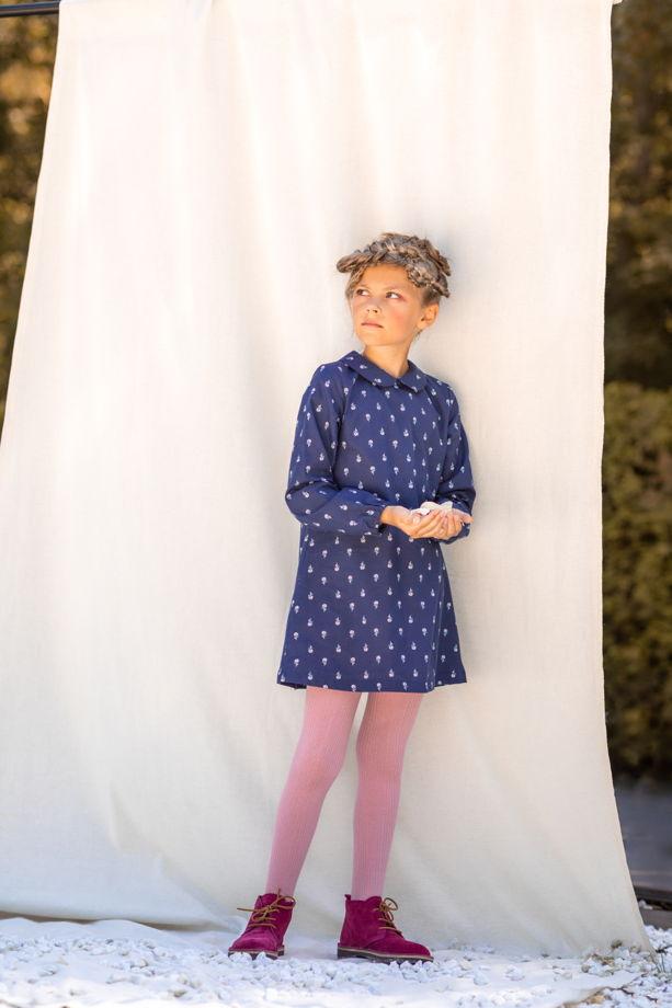 Платье для девочки (цветы на синем)