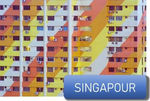 des climatiseurs sur un immeuble à Singapour