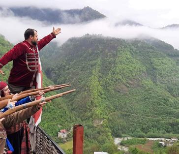 Экскурсия в Мачахельское ущелье с застольем в традиционной грузинской семье.