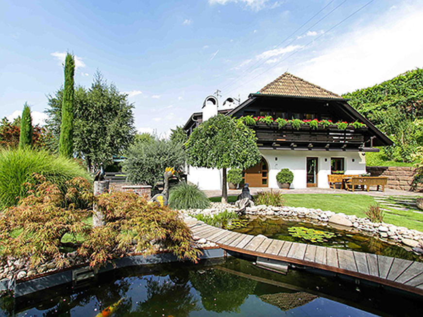 Jesolo - Located in the Bozen area, this 400 square metre villa with 13 rooms and five bathrooms is on sale for 3.6 million euros. (Image source: Engel & Völkers South Tyrol)