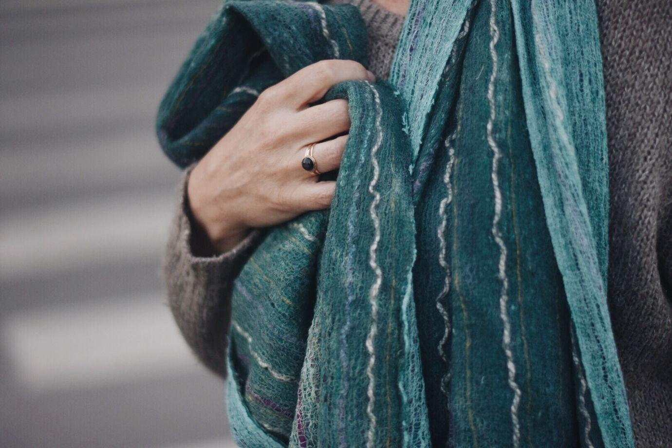 Объемный изумрудный шарф из шерсти и хлопка