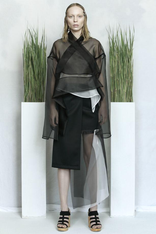 Чёрная юбка с запахом из шерсти с прозрачными вставками из шёлка