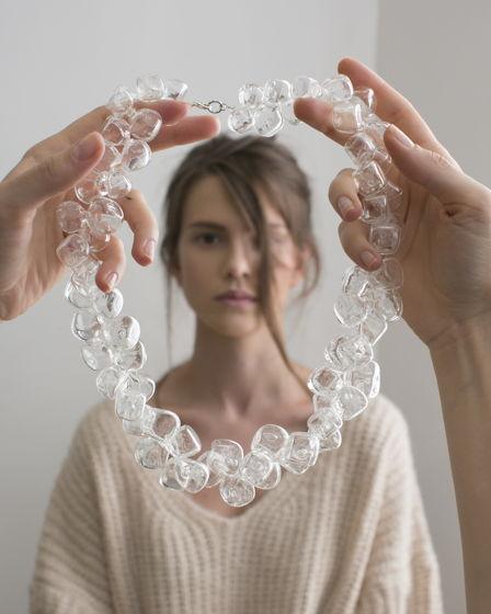 """Ожерелье из стеклянных бусин-кубиков """"Невесомость"""""""