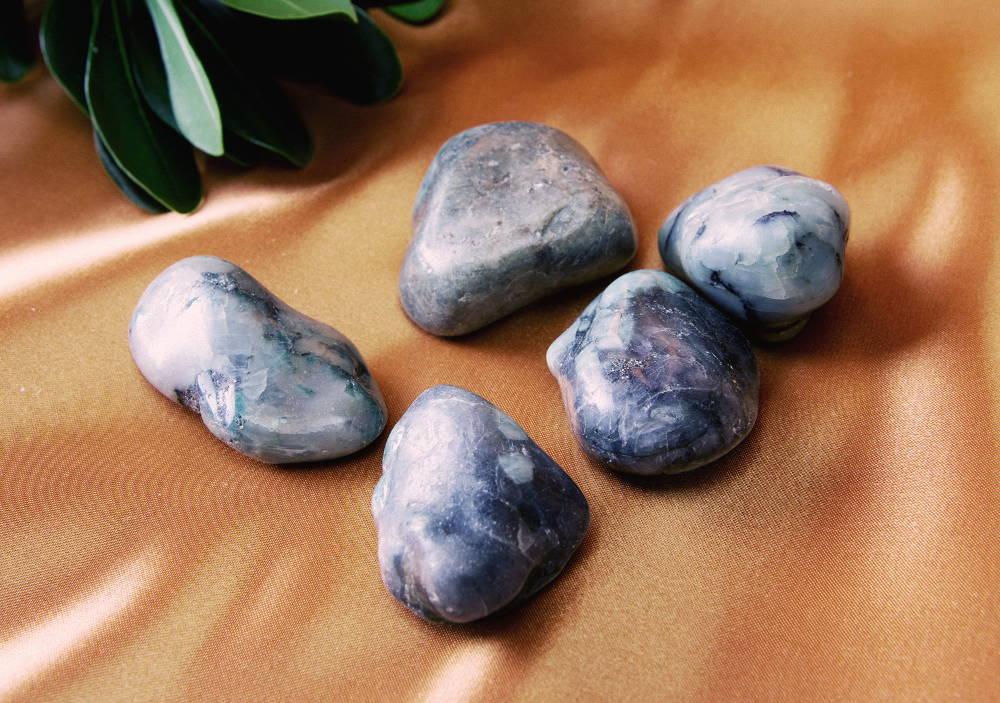 Emerald Palm Stones