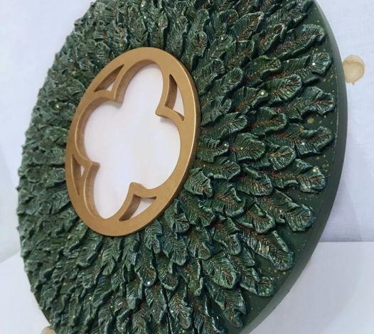 Декоративное зеркало ручной работы Еловый венок зеленого цвета с блестками