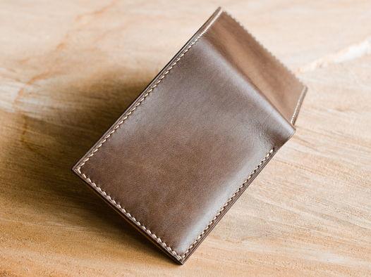 Бумажник бифолд из натуральной кожи.