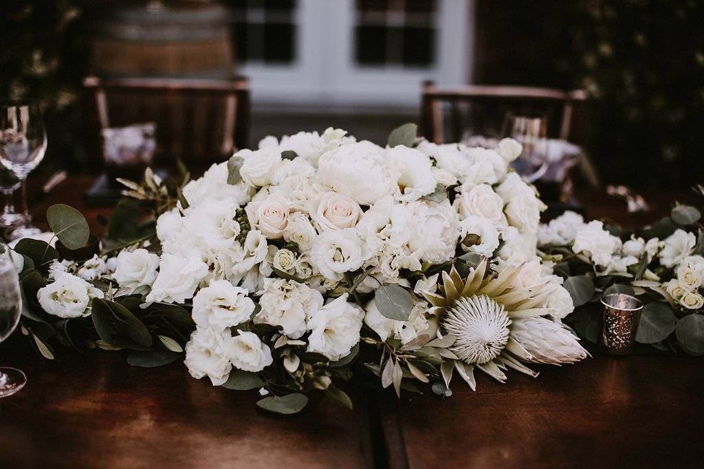 lush wedding, organic wedding, white and green wedding, Los Angeles florist, minimalist luxury wedding, Vave events, wedding decor, wedding flowers, wedding centerpieces