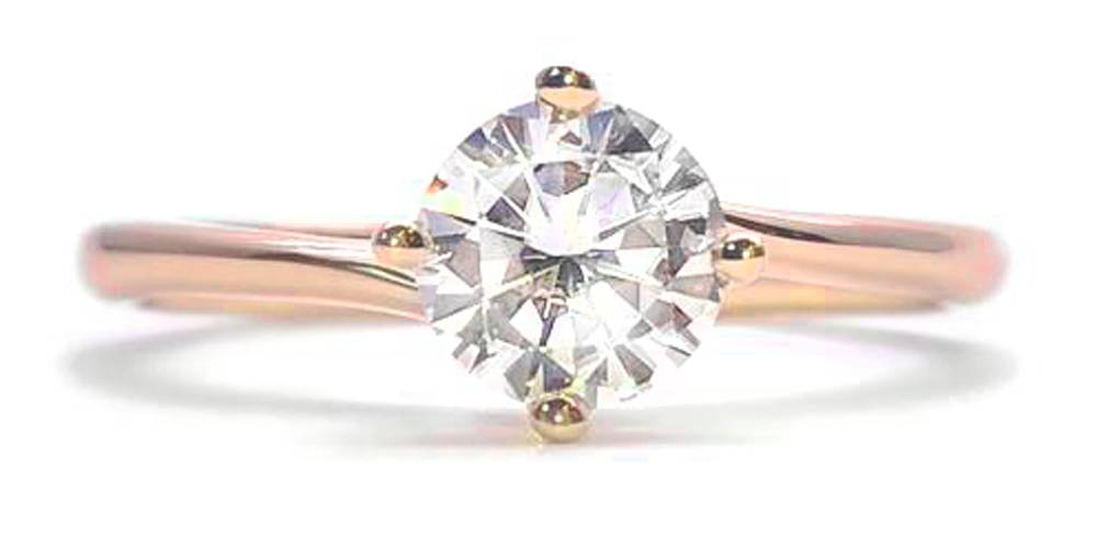 Engagement ring with a fine ring body with a 50 points. diamond of 5mm serves on claws.