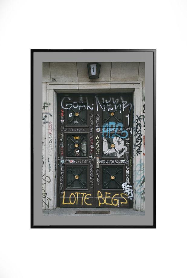 """Авторская цветная фотография из серии """"Berlin doors""""."""
