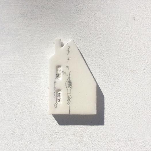 """Архитектурная белая брошь """"Любовь"""", деревянная, ручной работы"""
