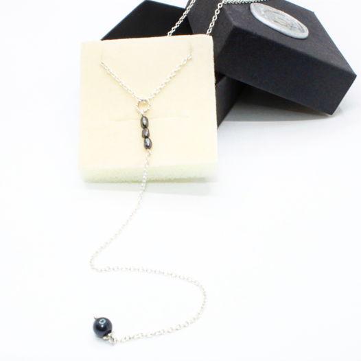 Серебряное колье-галстук с черным жемчугом