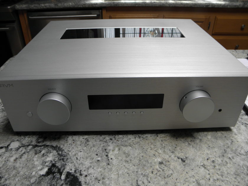 AVM Audio Evolution PA5.2 Preamp with Tube output stage