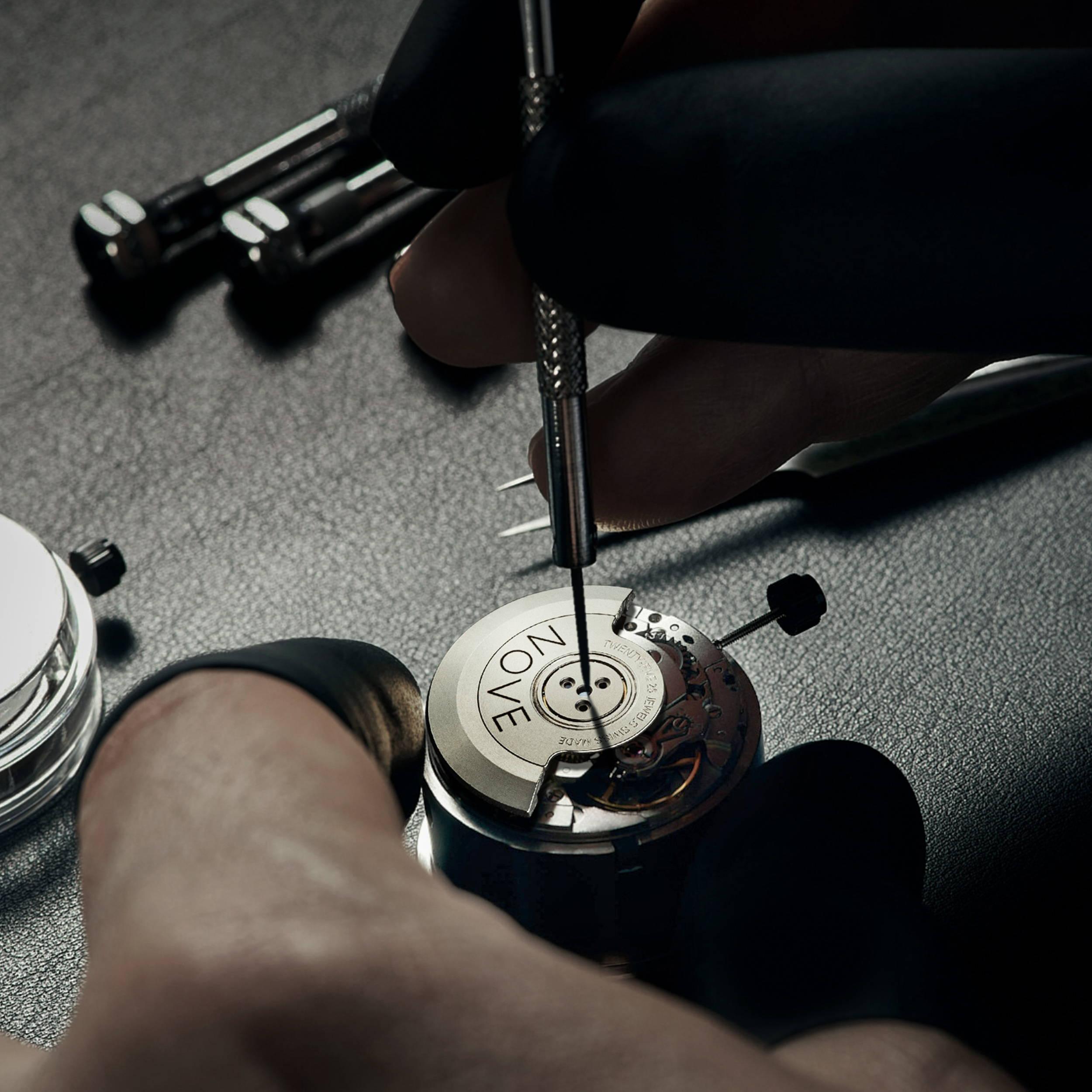 Swiss Made watch movement Ronda R150 assembled