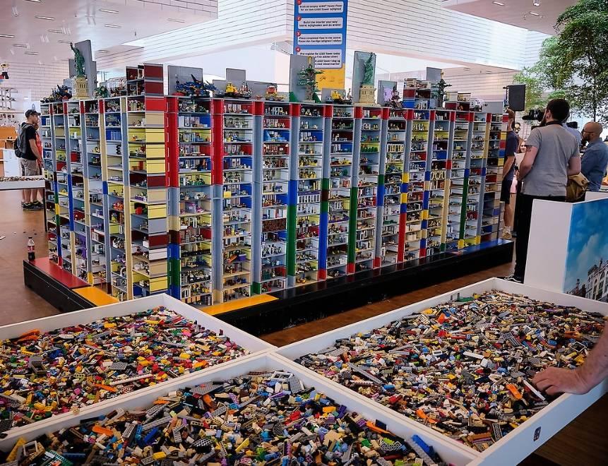 The largest LEGO brick Diorama